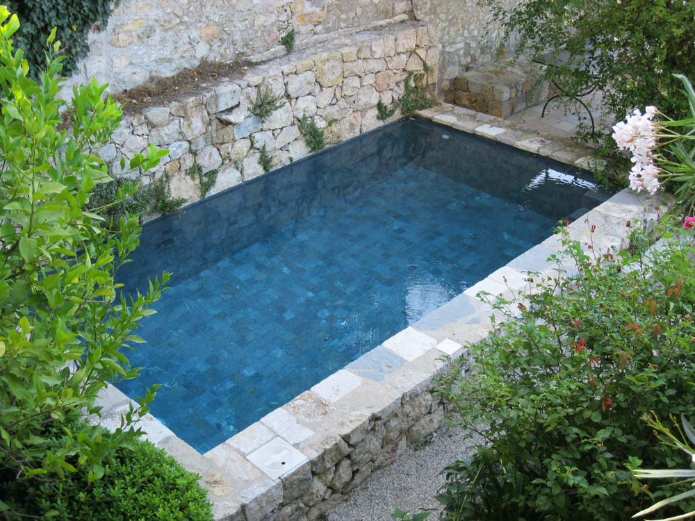 Construction piscine traditionnelles magagnosc et grasse for Joint liner piscine